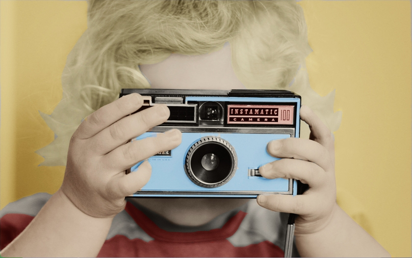 baby-with-camera
